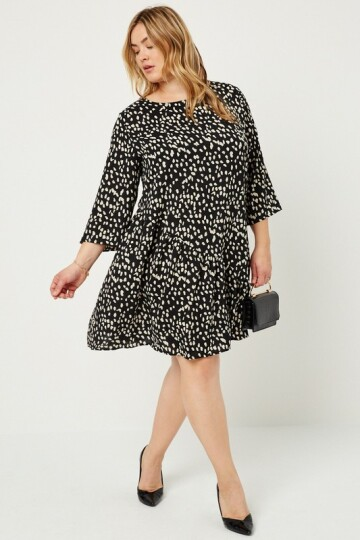 Black & white plus size dress.